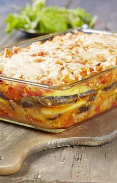Gratin d'aubergines – 80 Days Restaurant Vegetable Side Dishes, Vegetable Recipes, Healthy Eating Tips, Healthy Recipes, Eggplant Dishes, Food Is Fuel, Oven Cooking, Food Diary, Parmesan