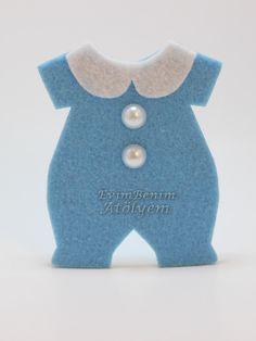 keçe bebek tulum magnet - Craft for Boys Distintivos Baby Shower, Shower Bebe, Baby Shower Balloons, Baby Shower Parties, Handgemachtes Baby, Felt Baby, Baby Born, Baby Overalls, Baby Jumpsuit