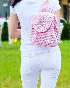 """WEBSTA @ koledova_knit - Всем привет! """"Этот рюкзак , розовый красавчик, отправляется к своей новой хозяйке! Надеюсь, что он Ее очень порадует!!""""Вы хотите такой же? Я свяжу его вам !""""Хотите в другом цвете? Я подберу вам любую расцветку, и учту ваши пожелания!! Только качественная пряжа и фурнитура !""""Все дополнительные вопросы жду от вас в Директ  7(931)-605-02-09Цена 2500₽  доставкаРазмер 30:23:12"""