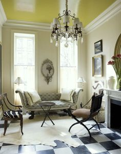 Love the glossy yellow ceiling and black and white floors Yellow Ceiling, Colored Ceiling, Ceiling Paint Colors, Ceiling Paint Ideas, Ceiling Painting, Wall Colors, Checkered Floors, Design Salon, Interior And Exterior