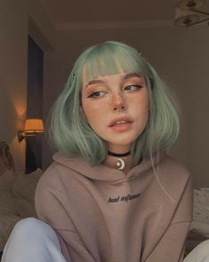 278 mil Me gusta, 799 comentarios - FAYA Aesthetic Hair, Aesthetic People, Aesthetic Makeup, Cute Makeup, Makeup Looks, Hair Makeup, 90s Makeup, Tumbrl Girls, Dye My Hair