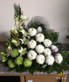 Galería Centros Difunto « Flor de Lis Diy Flowers, Flower Decorations, Funeral Flowers, Arte Floral, Ikebana, Floral Arrangements, Beautiful Flowers, Garland, Exotic