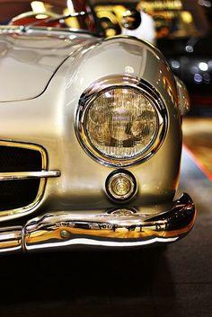 Mercedes-Benz Solo un auto como este tendria :D Luxury Sports Cars, Maserati, Lamborghini, Rolls Royce, Mercedes Benz 300 Sl, Mercedes 300sl, Gold Mercedes, Carros Retro, Mustang