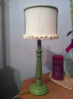 Lampada in tessuto con decorazioni  ad uncinetto