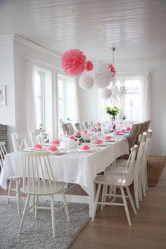 jordbærpiken - baby blessing table setting with tissue pompoms
