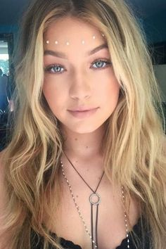 Hadid nailed the boho goddess look with soft waves, glowing skin, face jewels and a Guess body chain. @gigihadid