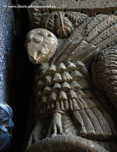 Detalle capitel de la jamba derecha del pórtico occidental.