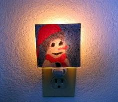 Tired of looking at that boring old night light? You can create your own night light in a few easy steps! Decorative night lights add pizazz to any room and kids will love how they can display their artwork with these easy to make decorative crafts! Easy Crafts For Kids, Diy Crafts, How To Make Photo, Decorative Night Lights, Popular Crafts, Home Look, Light Up, Create Your Own, Kids Room