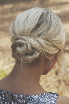 elegante einfache frisur für lange haare