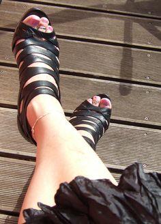 https://flic.kr/p/fiugYA   Toe rings and ankle chain   Me with toe rings and ankle chain. Zehenringe und Fußkettchen.