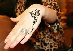 Mehndi Designs will blow up your mind. We show you the latest Bridal, Arabic, Indian Mehandi designs and Henna designs. Henna Tattoo Designs Simple, Basic Mehndi Designs, Mehndi Designs For Beginners, Mehndi Simple, Mehndi Designs For Fingers, Beautiful Henna Designs, Butterfly Tattoo Designs, Simple Mehndi Designs, Latest Mehndi Designs