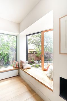 Window seat: Merton House / Thomas Winwood Architecture + Kontista+Co © Emily Bartlett Window Benches, Window Seats, Window Wall, Interior Architecture, Interior Design, Relaxation Room, Relaxing Room, House Extensions, Design Case