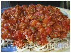 Le palais gourmand: Sauce à spaghetti de Ricardo Homemade Spaghetti Noodles, Spaghetti Sauce, Zucchini Hummus, Grilled Zucchini, Pork Stir Fry, Sandwich Ingredients, Marinade Sauce, Pasta, Cheese Soup