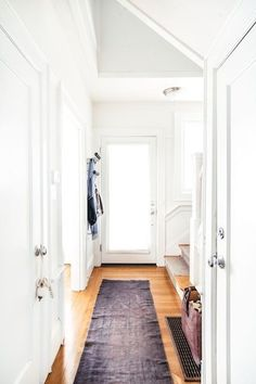 Rug Contrast - Statement Halls Are The New Statement Walls - Photos