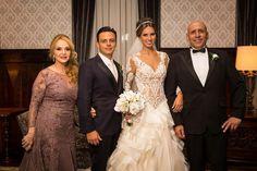 Piloto Thiago Marques se casa em palácio com a personal stylist Rafaelle Rühle