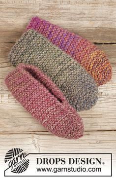 "Side step / DROPS Extra - Free knitting patterns by DROPS Design Knitted DROPS slippers in 4 threads ""Delight"" in garter st. 29 - Free patterns by DROPS Design."