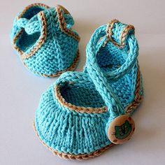 Knitting Pattern PDF file Kitten Baby Shoes от loasidellamaglia