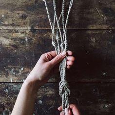 Knoten Blumenampel