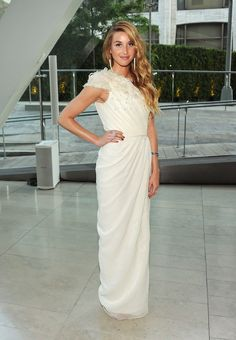 Whitney Port in a white one shouldered organza gown by Pamela Roland for the 2011 CFDA Fashion Awards. Beautiful Gowns, Beautiful Outfits, Beautiful People, Classy Outfits, Celebrity Pictures, Celebrity Style, Whitney Port, Whitney Eve, Cfda Awards