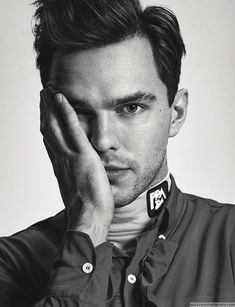 Look at Nicholas Hoult. Lily Collins, Nicholas Hoult Skins, Beautiful Men, Beautiful People, Hollywood, Raining Men, Attractive Men, To My Future Husband, Pretty Boys