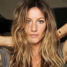 Hairdressing Advice That Will Keep Your Hair Looking Great. Are you affected by constant bad hair days? Do you feel as if you have tried everything possible to get manageable hair? Do not stress about your hair, rea Balayage Vs Highlights, Balayage Hair, Gisele Bundchen, Bad Hair, Hair Day, Gisele Hair, Straight Hairstyles, Cool Hairstyles, Latest Hairstyles