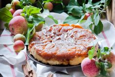 Recette tarte tatin aux pommes   Supertoinette Salmon Burgers, Camembert Cheese, Biscuits, Muffins, Sweet Treats, Sandwiches, Food And Drink, Pie, Yummy Food