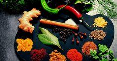 Cómo usar comino en los alimentos. El comino es una especia nativa de la India. Se encuentra en el área alrededor del Mar Mediterráneo e Irán y se utiliza en muchas cocinas étnicas. Esta especia proviene de semillas molidas de una planta de la familia del perejil y tiene un sabor ligeramente amargo y picante. Si bien puede no ser una especia de primera necesidad en tu despensa, ...