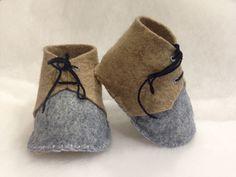 Handmade baby boy shoes. Scarpine per neonato