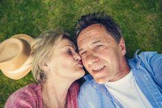 Sex v osemdesiatke? Ženy si ho vraj užívajú viac než v strednom veku Autumn Park, Autumn Nature, Commercial Photography, Sunny Days, Natural Health, Sunnies, Georgia, Selfie, Couple Photos