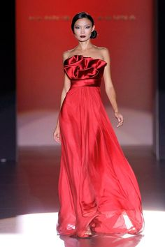 Hannibal Laguna - 2012 ❤༻ಌOphelia Ryan ಌ༺❤ Red Fashion, Couture Fashion, Runway Fashion, Fashion Beauty, Beautiful Gowns, Beautiful Outfits, Mode Glamour, Red Gowns, Looks Style