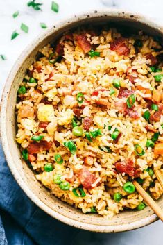 EASY BACON FRIED RICE Bacon Fried Rice is better than takeout and has crispy bacon, eggs, peas, carrots and rice that combine to make . Rice Recipes, Asian Recipes, Cooking Recipes, Healthy Recipes, Bacon Recipes, Chinese Vegetables, Mixed Vegetables, Bacon Fried Rice Recipe, Hawaiian Fried Rice