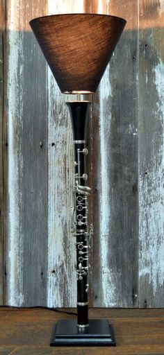 This clarinet repurposed into a sleek lamp. 19 Gifts Every Classical Music Nerd Will Love Diy Vintage, Vintage Decor, Piano Design, Luminaria Diy, Music Furniture, Creation Deco, Music Gifts, Retro Home Decor, Lamp Shades