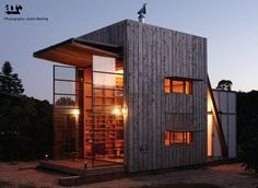 Tiny Modern Seaside Hut Built On Sled So That It Move With Shifting Sands : TreeHugger