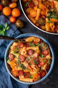 One Pot Creamy Tomato and Chorizo Rigatoni with mozzarella and parmesan - a quick and easy mid-week dinner, ready in less than 25 mins! Chorizo Recipes, Vegetarian Recipes, Cooking Recipes, Healthy Recipes, Savoury Recipes, Rigatoni, Quick Pasta Recipes, Dinner Recipes, Curry 3