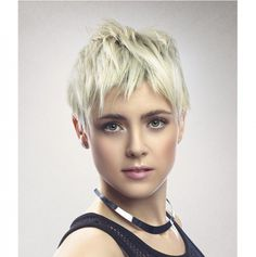 Modne krótkie fryzury damskie - galeria kobiecych fryzur z grzywką, pixie cut oraz fryzur z wygolonym bokiem. Zobaczcie, jak wyglądają najmodniejsze krótkie fryzury damskie w 2015 roku!