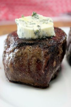 The secret to how steakhouses make their steaks so delicious - Restaurant Style Filet Mignon. No more grilled steak. It's pan seared in butter and finished in the oven. It's the perfect medium rare and it's the most flavorful, delish, heavenly dish Think Food, I Love Food, Good Food, Yummy Food, Beef Dishes, Food Dishes, Main Dishes, Steak Restaurant Style, Gastronomia