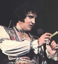 July 19, 1975 - Elvis Performed At The Nassau County Veterans Memorial Coliseum - Uniondale, New York - Picture From Evening Show - 2:30pm & 8:30pm - 16,500 In Attendance Each Show - TCB⚡with TLC⚡