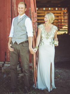 Opt for a pair of dark khaki pants for a laid-back country wedding. Khakis can pair with just about anything, so go with your favorite gray vest and tie or ditch the extra layers for an even more  relaxed groom style.