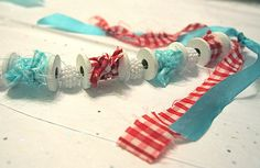holiday garland... love anything with spools of thread