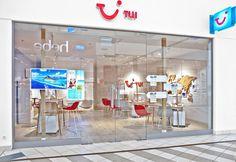 KDesign Architekci | TUI – nowy koncept biur podróży Vanity Mirror, Room Divider, Decor, Ghost Chair, Furniture, Koncept, Mirror, Home Decor, Room
