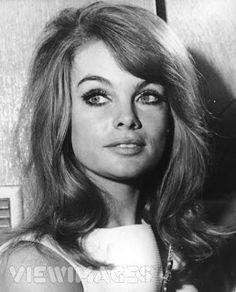 Primp Powder Pout - a Make-Up Artist's Life: Jean Shrimpton Inspired Makeup Tutorial- Modernised