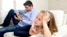 Parents' mobile use harms family life, say secondary pupils - BBC News
