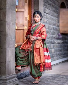 Indian Fashion Trends, Indian Bridal Fashion, Indian Bridal Wear, Indian Designer Outfits, Wedding Saree Blouse Designs, Fancy Blouse Designs, Indian Wedding Photography Poses, Photography Poses Women, Latest Sarees Online