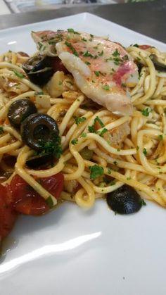 Spaghettone della casa con olive capperi e triglie