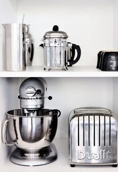 I love the round Deco-esque shapes of the Kitchen Aid and Dualit toaster Kitchen Industrial Design, Modern Kitchen Design, Interior Design Kitchen, Kitchen Designs, Kitchen Gadgets, Kitchen Appliances, Kitchen Tools, Kitchen Stuff, Small Appliances