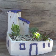 Diy Planters, Planter Pots, Pottery Pots, Art Cart, Cement Pots, Ceramic Flower Pots, Ceramic Houses, Plantar, Green Life
