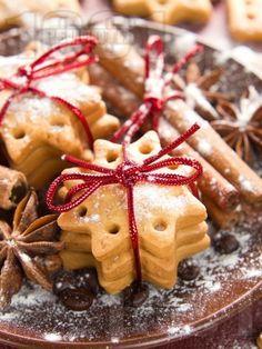 Рецепта за Коледни сладки с канела и джинджифил - начин на приготвяне, калории, хранителни факти, подобни рецепти