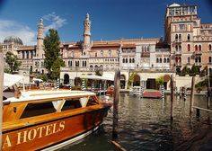 Hotel Excelsior Venice This Lido di Venice resort is located just in front of the world famous Lido Beach, and a complimentary regular shuttle service to and from Piazza San Marco is provided