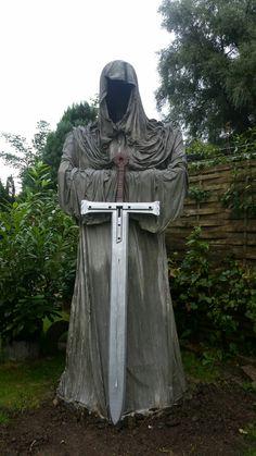 Living Statue, Beton Diy, Outdoor Areas, Art Pictures, Happy Halloween, Garden Sculpture, Creepy, Concrete, Horror