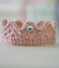 Free Pattern: Newborn Crown from Little Rays of Sunshine: I could not, not share this darling itty bitty crown. Isn't it just the sweetest?